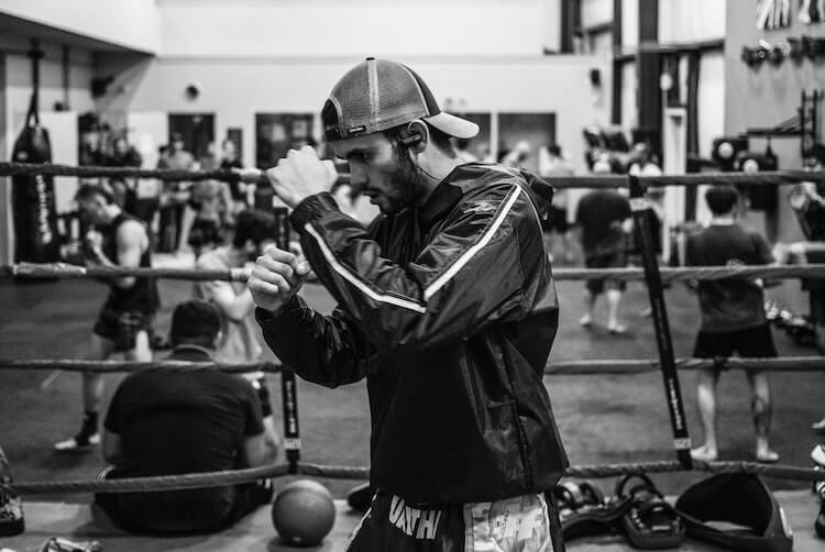 A Look at The Pros and Cons of Boxing 1
